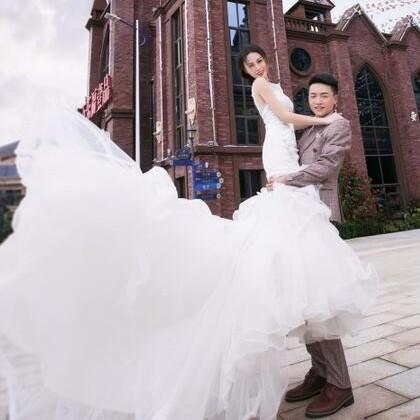 风尚婚纱摄影中心---相约&风尚,领取八大豪华礼品微页模板